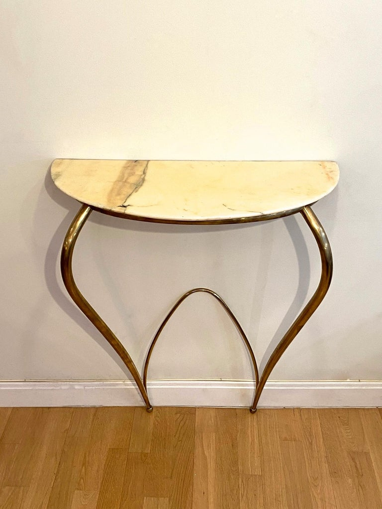 A beautiful Italian console edited in the 1940s. Brass frame and marble top.