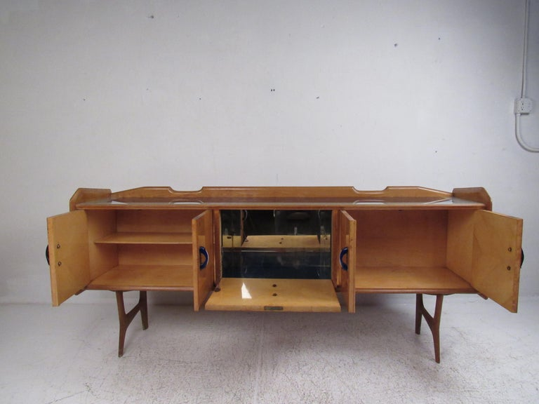 Italian Mid-Century Modern Credenza In Good Condition For Sale In Brooklyn, NY