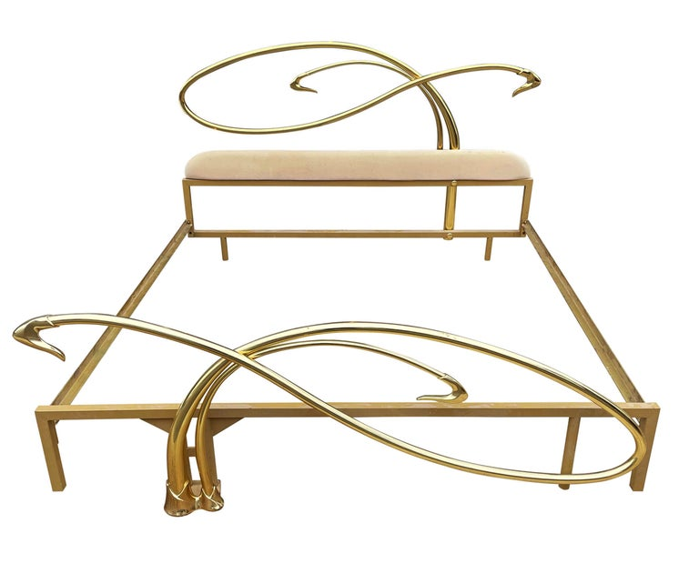Italian Mid-Century Modern Hollywood Regency Brass King Size Bed with Headboard In Good Condition For Sale In Philadelphia, PA