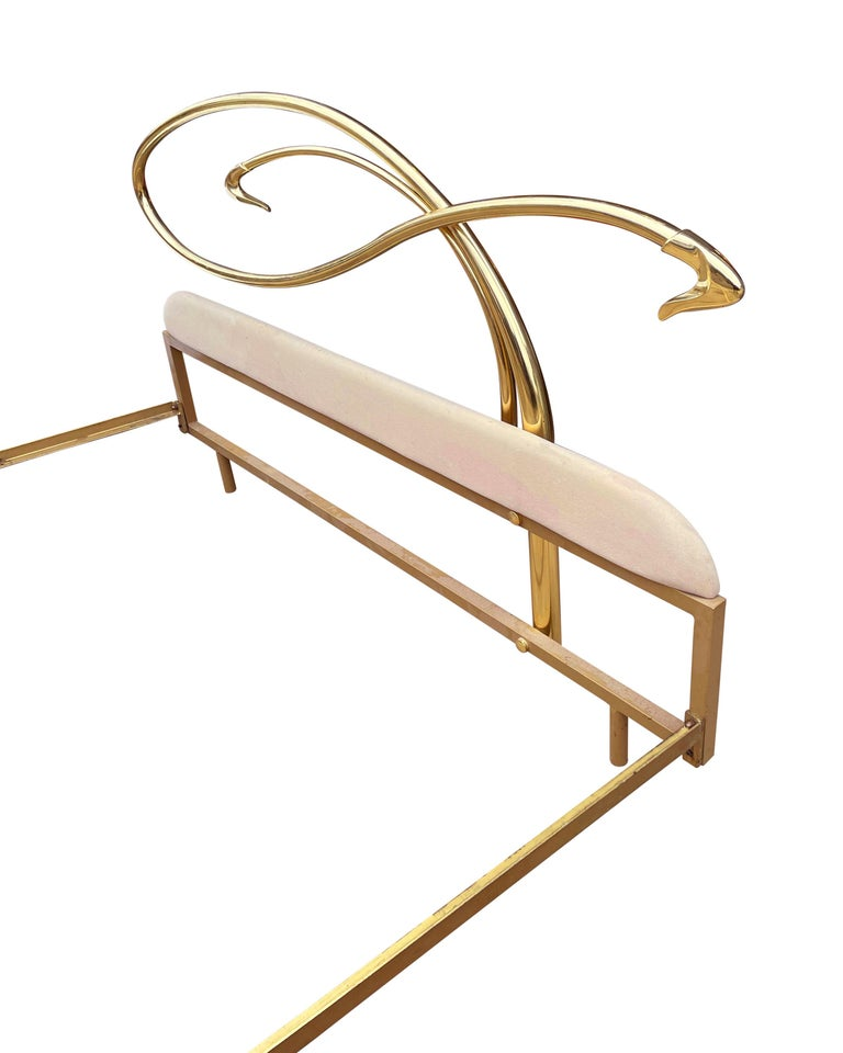 Late 20th Century Italian Mid-Century Modern Hollywood Regency Brass King Size Bed with Headboard For Sale