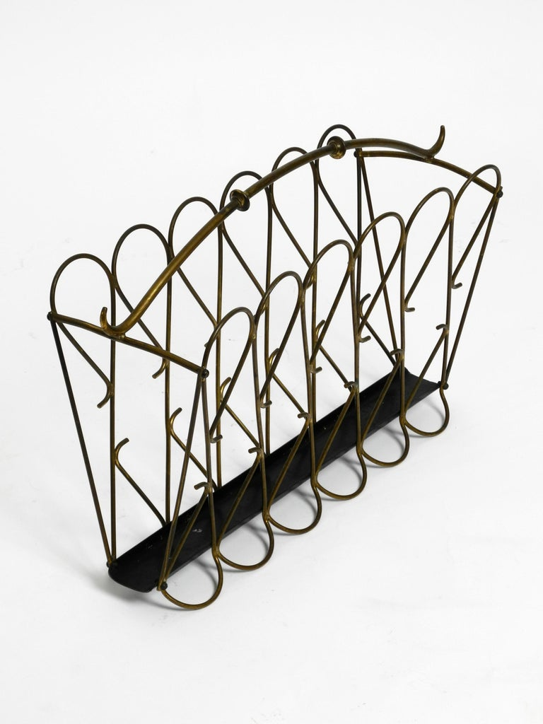 Italian Mid-Century Modern Newspaper and Magazine Rack Made of Brass For Sale 9