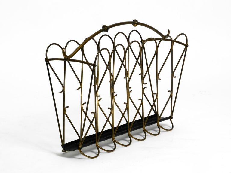 Extraordinary beautiful original Italian Mid-Century Modern darker gone brass newspaper or magazine rack. Very high quality, interesting 1950s design. In a very good vintage condition with a great patina. No damage, not wobbly or bent. 100%