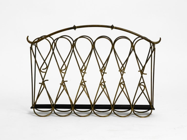 Italian Mid-Century Modern Newspaper and Magazine Rack Made of Brass In Good Condition For Sale In München, DE