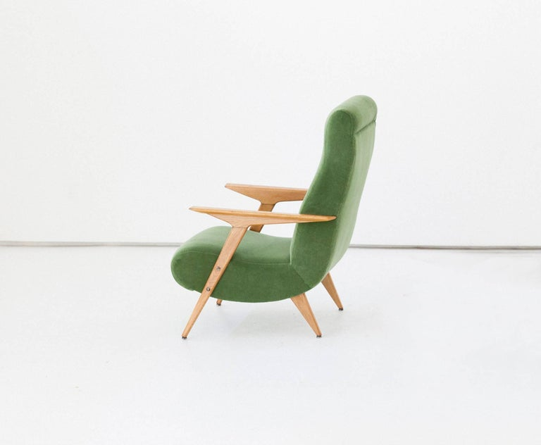 Italian Mid-Century Modern Oakwood and New Green Velvet Armchair, 1950s For Sale 1