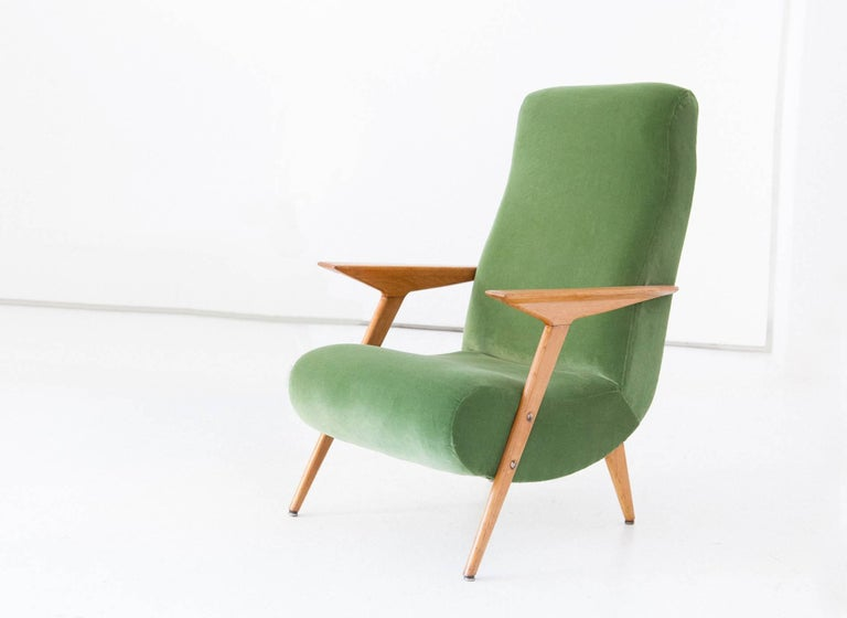 Italian Mid-Century Modern Oakwood and New Green Velvet Armchair, 1950s For Sale 2