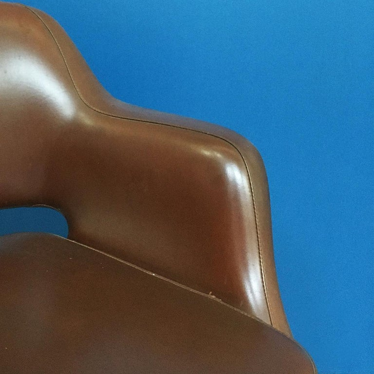 Italian Mid-Century Modern Pair of Brown Leather Armchair by Cassina, 1970s For Sale 7