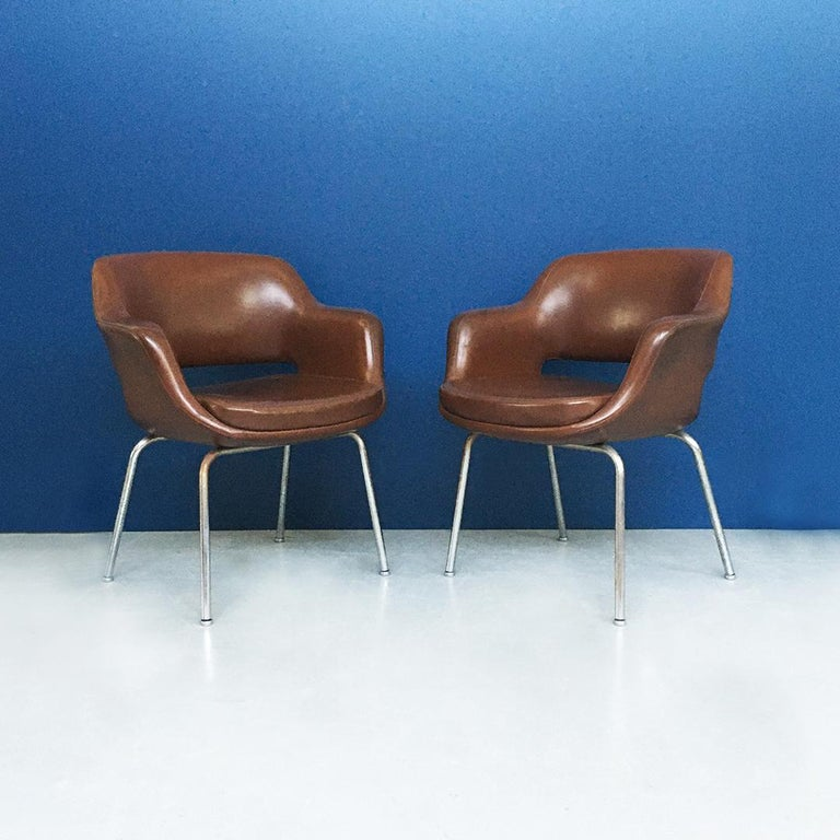 Italian Mid-Century Modern Pair of Brown Leather Armchair by Cassina, 1970s In Good Condition For Sale In MIlano, IT