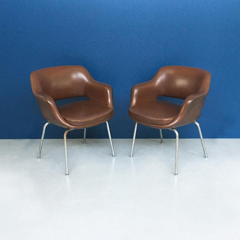 Late 20th Century Italian Mid-Century Modern Pair of Brown Leather Armchair by Cassina, 1970s For Sale