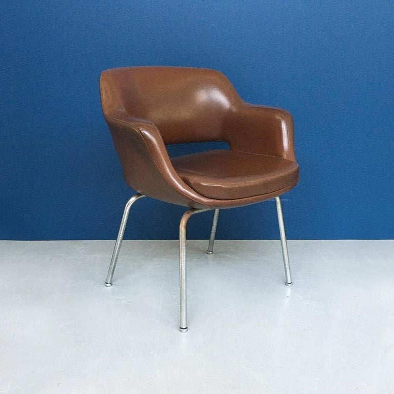 Italian Mid-Century Modern Pair of Brown Leather Armchair by Cassina, 1970s For Sale 2