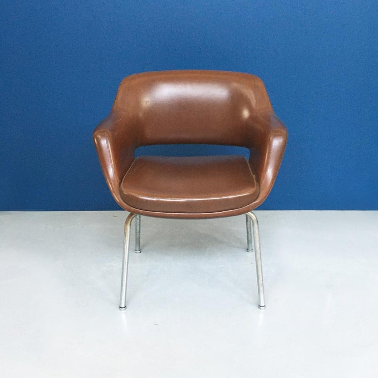 Italian Mid-Century Modern Pair of Brown Leather Armchair by Cassina, 1970s For Sale 3