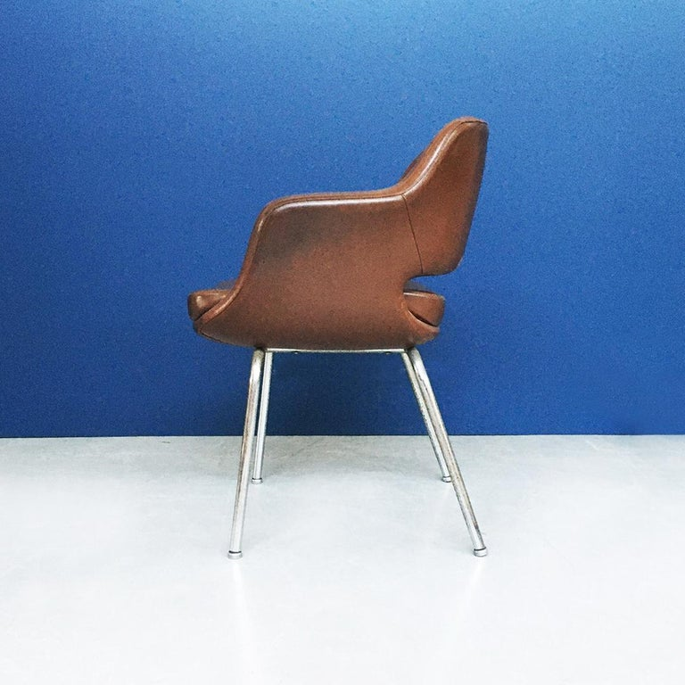 Italian Mid-Century Modern Pair of Brown Leather Armchair by Cassina, 1970s For Sale 4