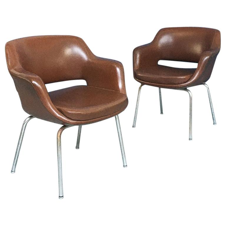 Italian Mid-Century Modern Pair of Brown Leather Armchair by Cassina, 1970s For Sale