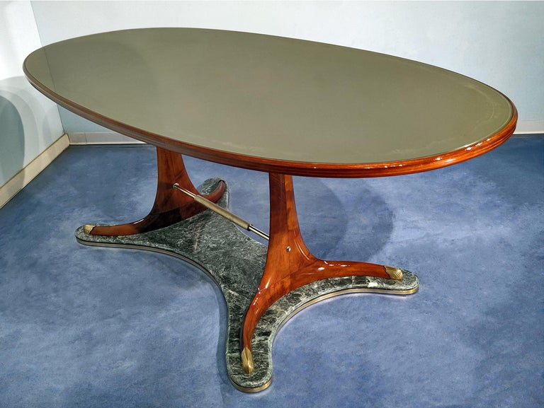 Stunning and rare dining table, very well designed by Vittorio Dassi in the 1950s. It's a very fine item, both the structure as well the basement are characterized by a unique curved shape design, made using precious materials such as hardwood