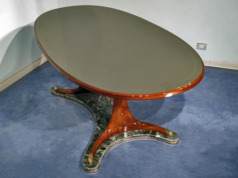 Italian Mid-Century Oval Dining Table in Hardwood by Vittorio Dassi, 1950s In Good Condition For Sale In Traversetolo, IT