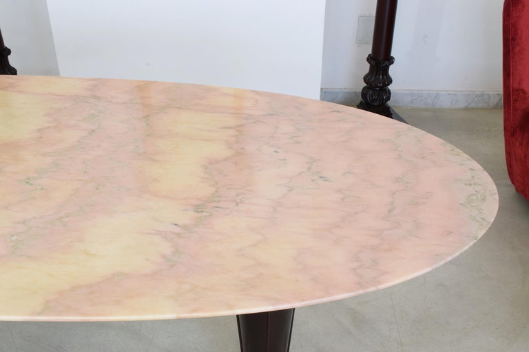 Italian Midcentury Oval Marble Dining Table, 1950s In Good Condition For Sale In Paris, FR