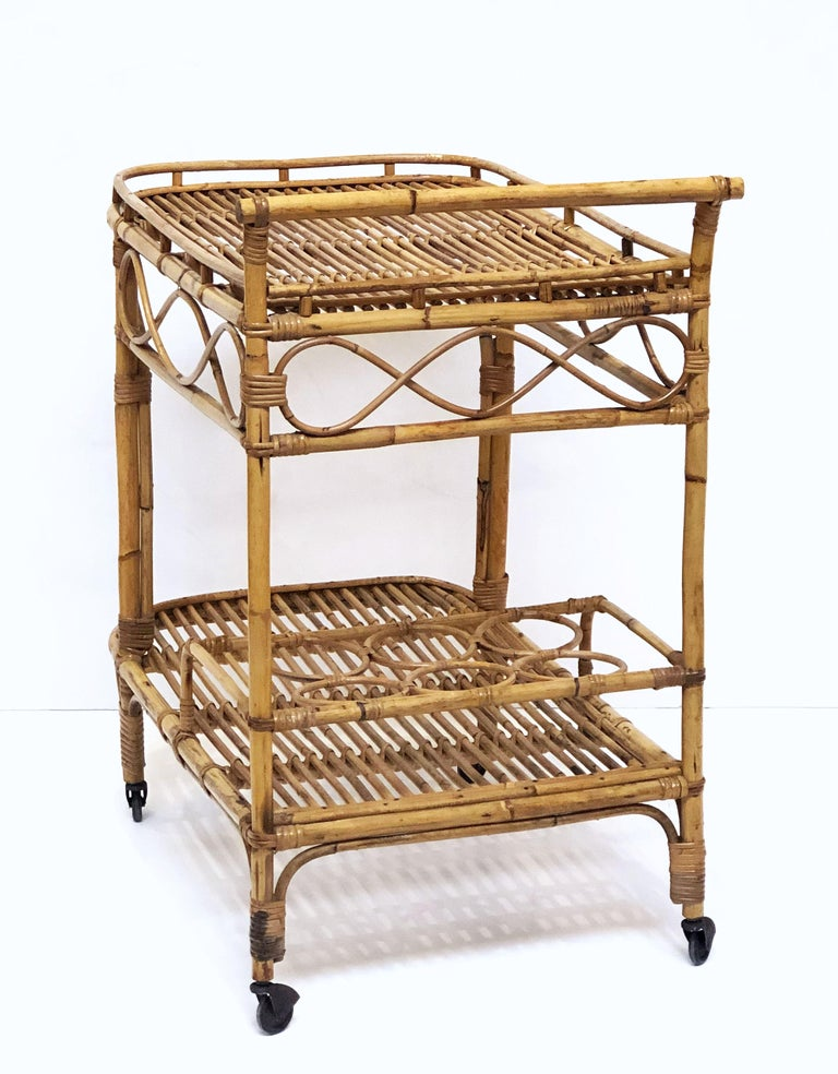 Italian Midcentury Rattan Cane and Bamboo Drinks Cart For Sale 6