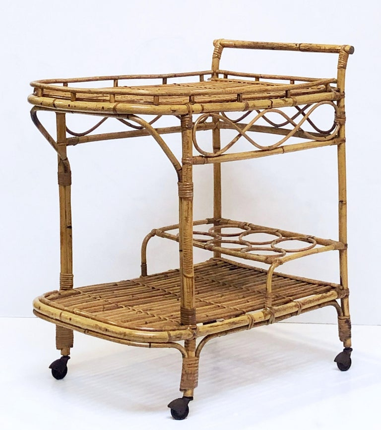 Italian Midcentury Rattan Cane and Bamboo Drinks Cart In Good Condition For Sale In Austin, TX