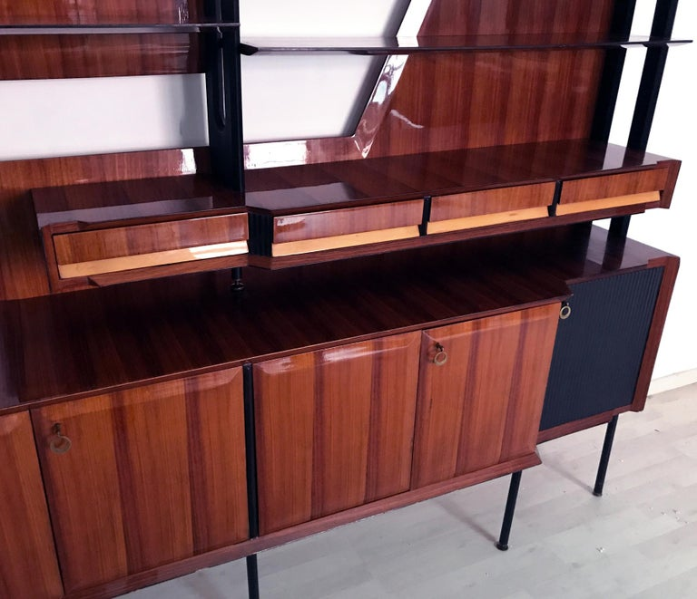 Italian Mid-Century Rosewood Bookcase and Sideboard by Vittorio Dassi, 1950s In Good Condition For Sale In Traversetolo, IT