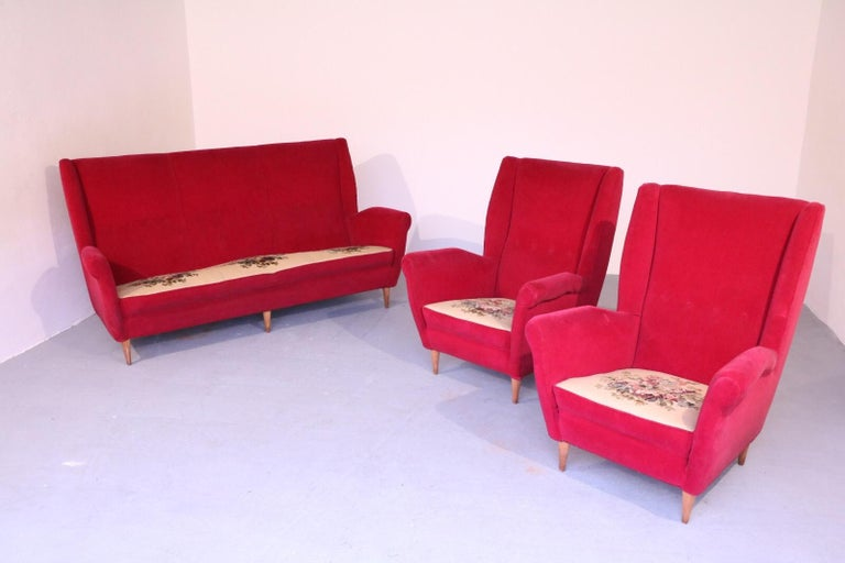 Italian Midcentury Sofa and Pair of Lounge Chairs by Gio Ponti for ISA, 1955 In Good Condition For Sale In New York, NY