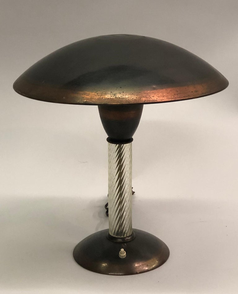 Italian midcentury table or desk lamp in metal and copper by Siemens with a stem in hand blown glass by Venini.   Measures: Base diameter is 7.25