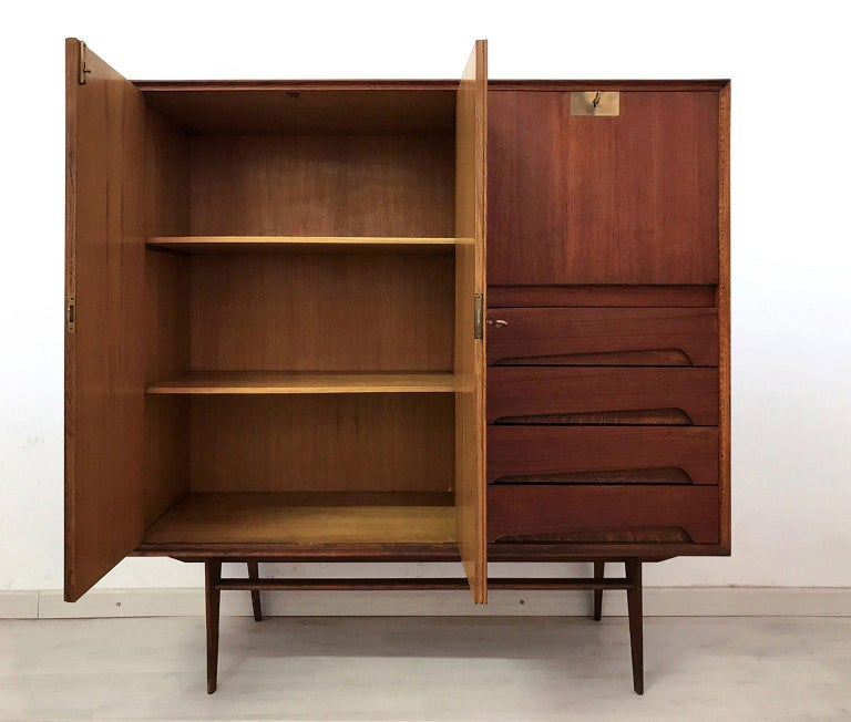 Italian Mid-Century Teak Wood Sideboard with Secretaire by Vittorio Dassi, 1950s In Good Condition For Sale In Traversetolo, IT