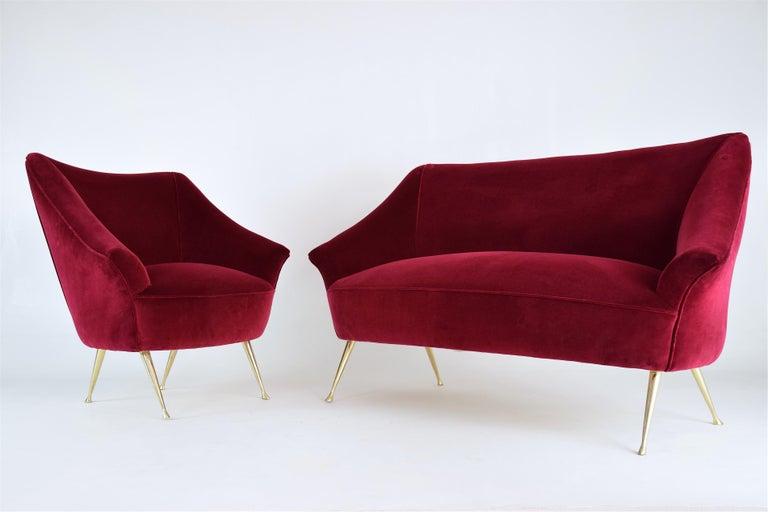 Italian Midcentury Velvet Sofa in the Manner of Ico Parisi, 1950s For Sale 7