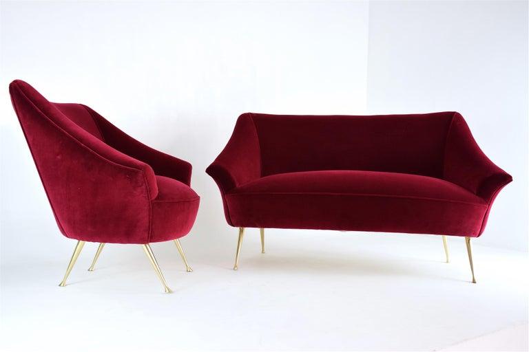 Italian Midcentury Velvet Sofa in the Manner of Ico Parisi, 1950s For Sale 8