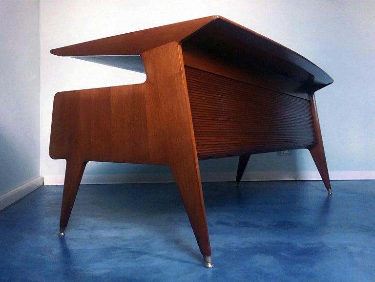 Italian Midcentury Walnut Executive Desk Attributed to Guglielmo Ulrich, 1950s For Sale 5