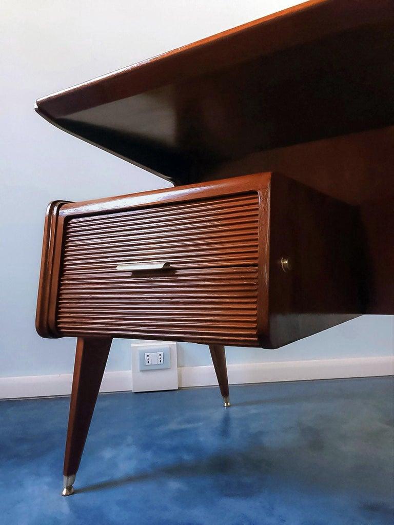 Italian Midcentury Walnut Executive Desk Attributed to Guglielmo Ulrich, 1950s For Sale 8