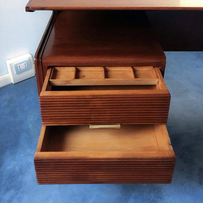 Italian Midcentury Walnut Executive Desk Attributed to Guglielmo Ulrich, 1950s For Sale 9