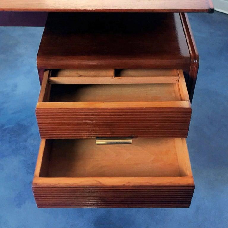 Italian Midcentury Walnut Executive Desk Attributed to Guglielmo Ulrich, 1950s For Sale 11