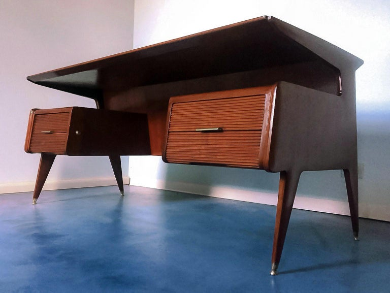 Italian Midcentury Walnut Executive Desk Attributed to Guglielmo Ulrich, 1950s For Sale 2