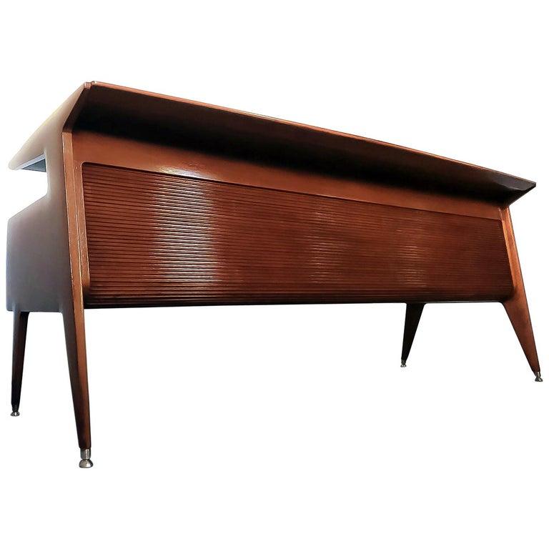 Italian Midcentury Walnut Executive Desk Attributed to Guglielmo Ulrich, 1950s For Sale