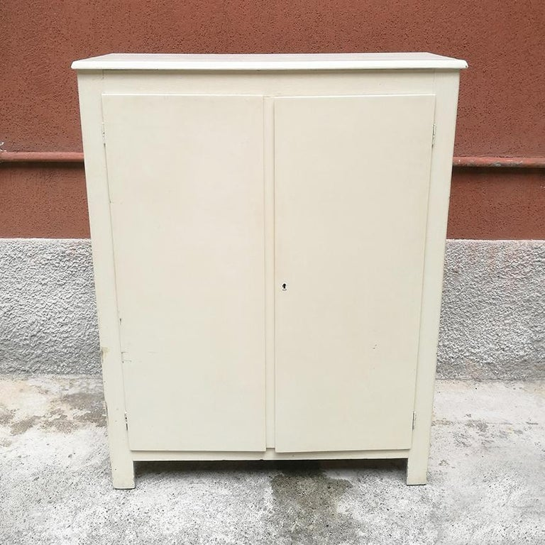 Mid-Century Modern Italian Midcentury White Wood Cabinet with Three Shelves, 1940s For Sale