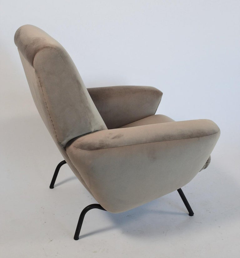 A beautiful and very comfortable armchair or lounge chair with thick armrests and strong, big structure. Made in Italy during the 1960s by company Rossi, Albizzate. Completely re-upholstered inside and outside with soft grey velvet and materials