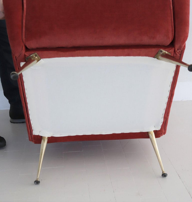Italian Midcentury Armchair in Lobster Color Velvet and Brass Legs, 1950s For Sale 9