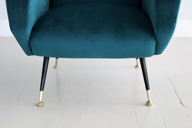 Italian Midcentury Armchair in Petrol Velvet and Brass Feet, 1950s For Sale 4