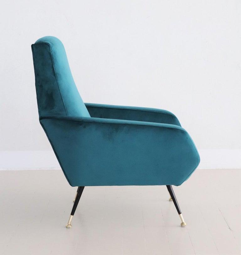 Italian Midcentury Armchair in Petrol Velvet and Brass Feet, 1950s For Sale 6