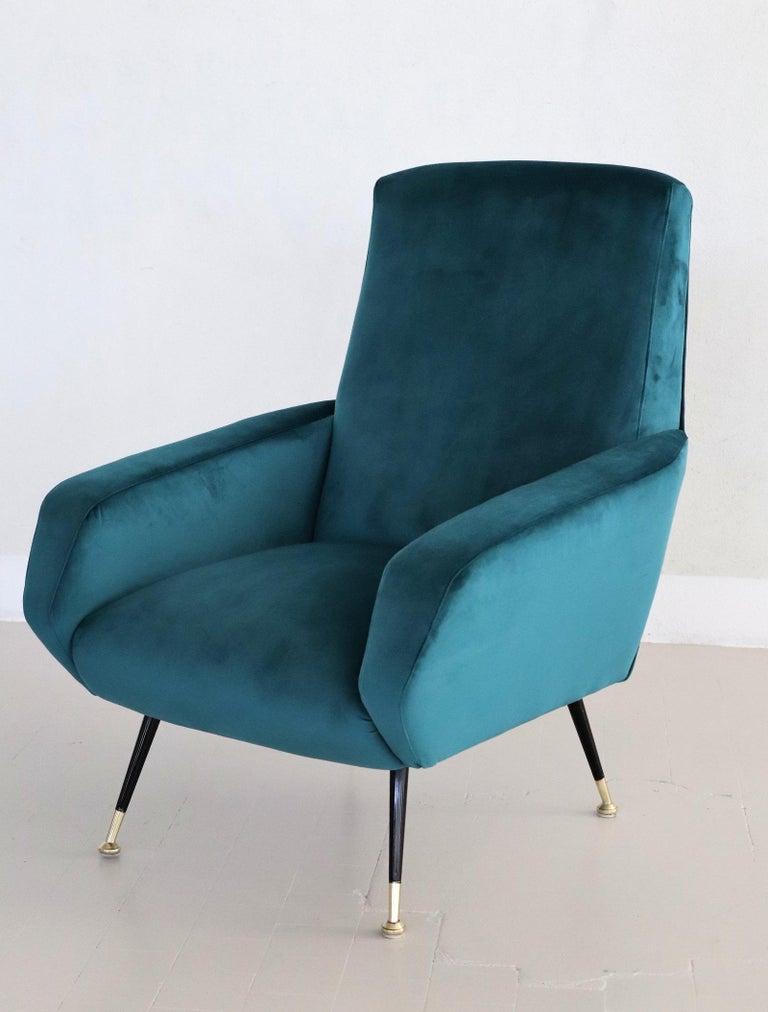 Italian Midcentury Armchair in Petrol Velvet and Brass Feet, 1950s For Sale 8