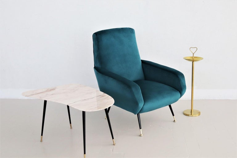 Italian Midcentury Armchair in Petrol Velvet and Brass Feet, 1950s In Good Condition For Sale In Clivio, Varese