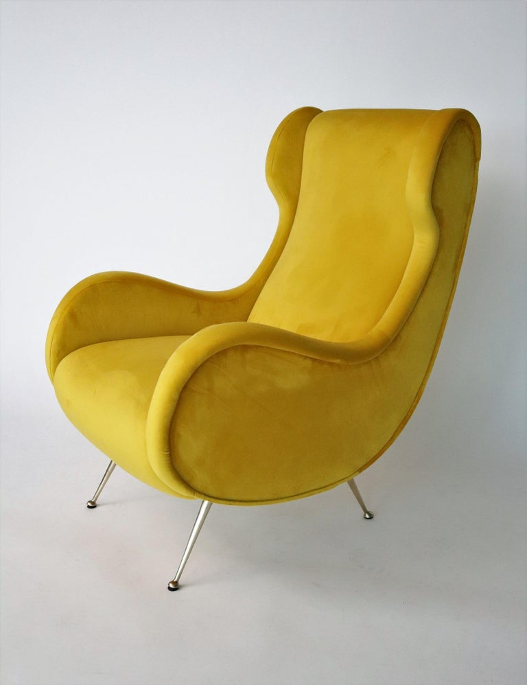 Italian Midcentury Armchair in Sunny Yellow Velvet and Brass Feet, 1950s For Sale 5