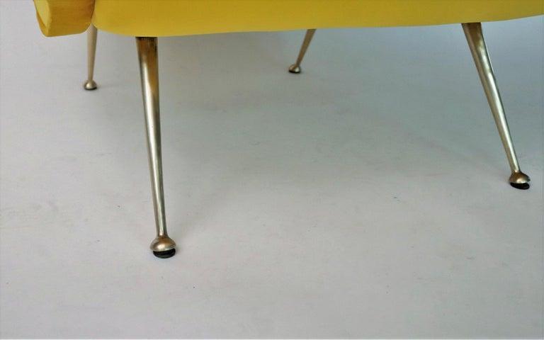 Italian Midcentury Armchair in Sunny Yellow Velvet and Brass Feet, 1950s For Sale 6