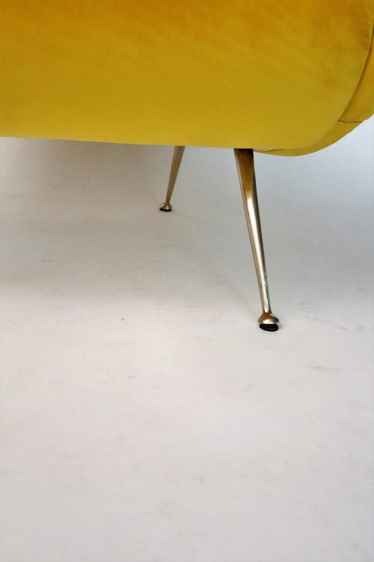 Italian Midcentury Armchair in Sunny Yellow Velvet and Brass Feet, 1950s For Sale 7