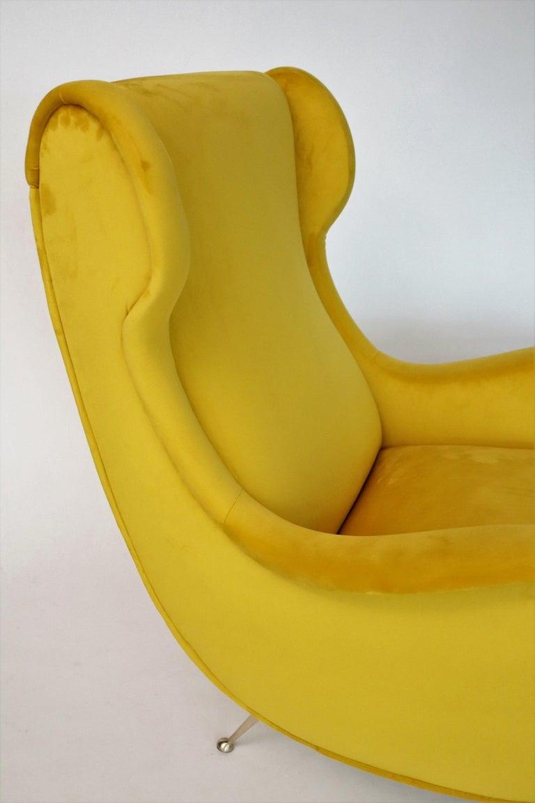 Italian Midcentury Armchair in Sunny Yellow Velvet and Brass Feet, 1950s For Sale 9