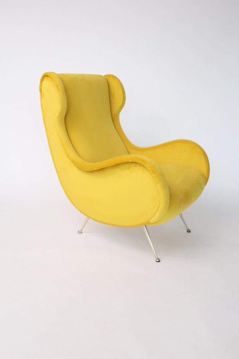 Italian Midcentury Armchair in Sunny Yellow Velvet and Brass Feet, 1950s For Sale 10