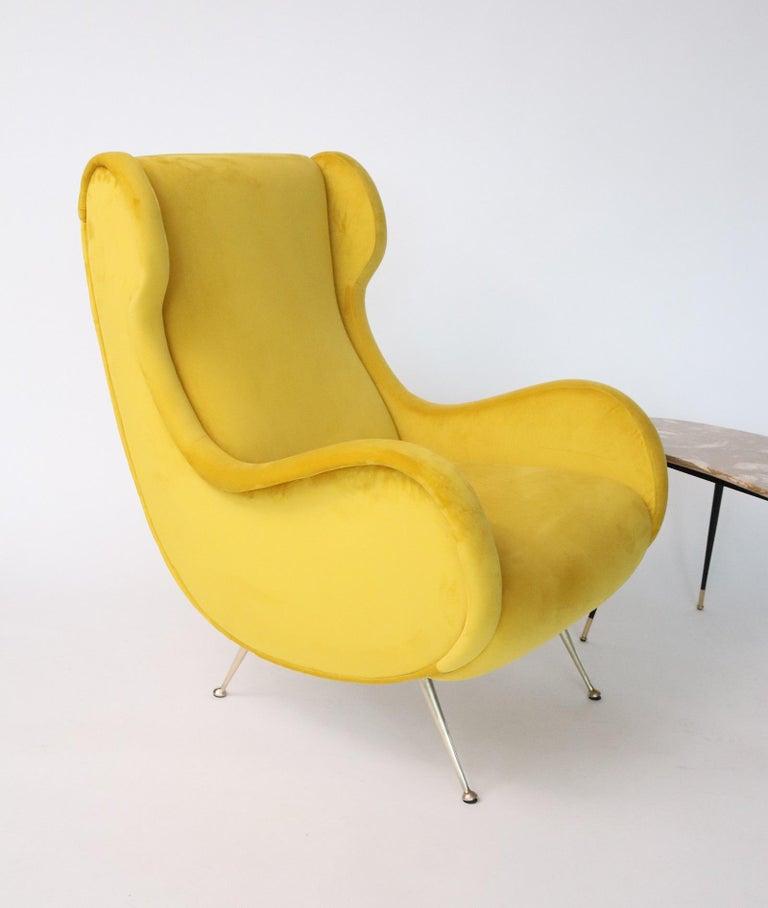 Italian Midcentury Armchair in Sunny Yellow Velvet and Brass Feet, 1950s For Sale 12