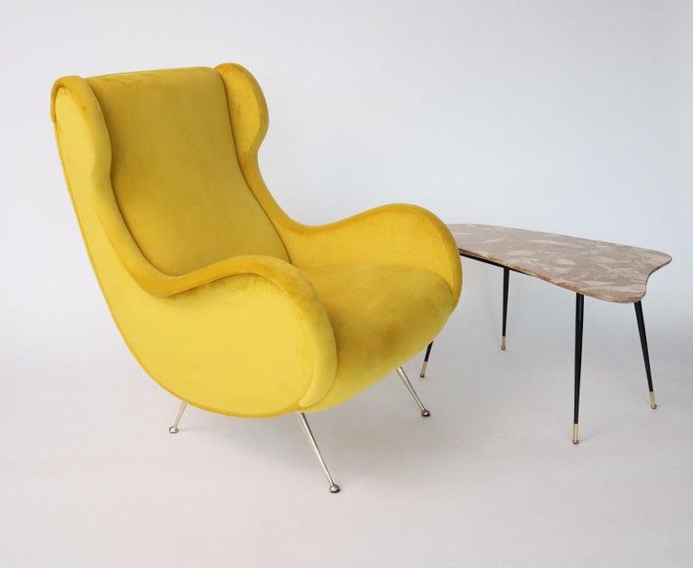 Italian Midcentury Armchair in Sunny Yellow Velvet and Brass Feet, 1950s For Sale 14