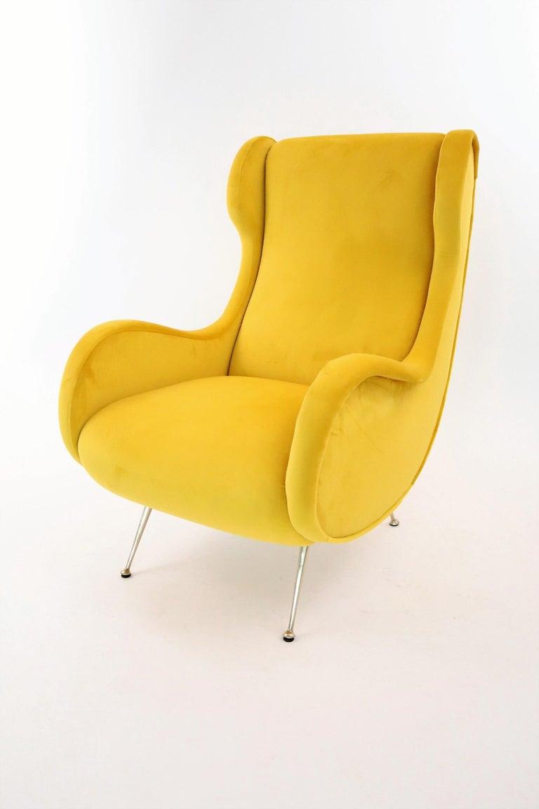 Italian Midcentury Armchair in Sunny Yellow Velvet and Brass Feet, 1950s For Sale 3