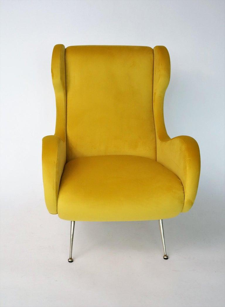 Italian Midcentury Armchair in Sunny Yellow Velvet and Brass Feet, 1950s For Sale 4