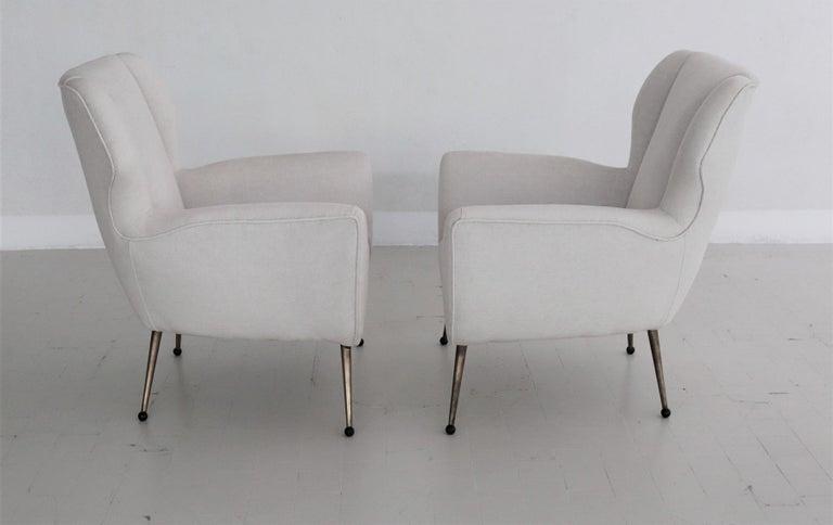 Italian Midcentury Armchairs in White Velvet in Gigi Radice Style, 1950s For Sale 4